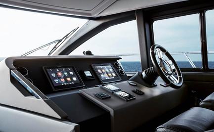 Amimut Fly 50 Interior Cockpit.jpg