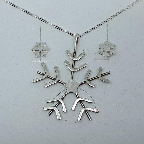 Snowflake pendant and studs