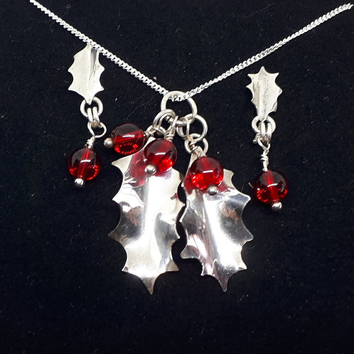 Holly pendant and ear studs