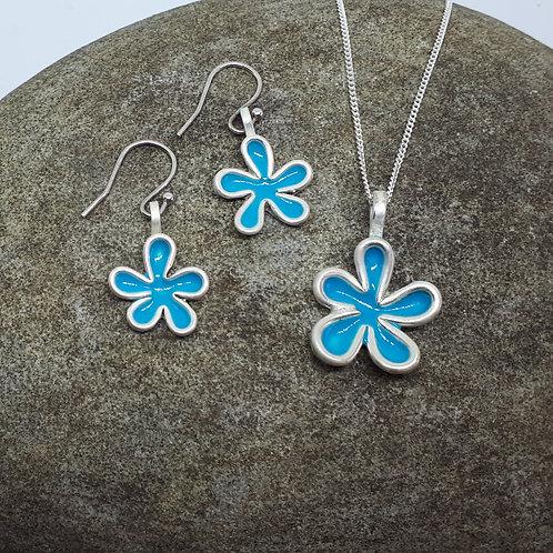 Flower pendant and ear ring set