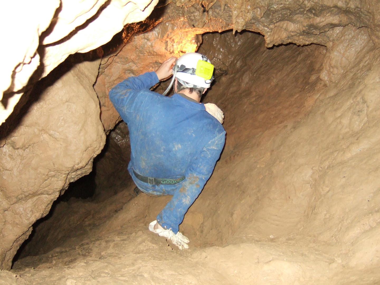 Enge Passagen im Inneren der Höhle