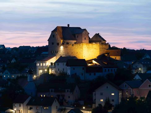 Die Burg bei Dämmerung