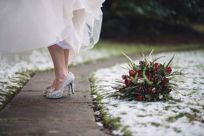 wedding dress and shoes, esküvői ruha és cipő