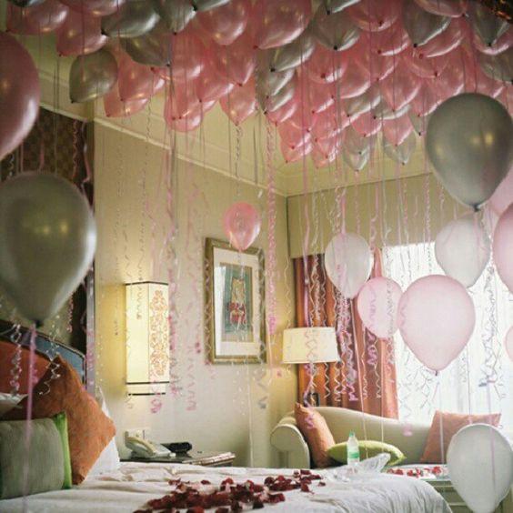 honeymoon room with balloons