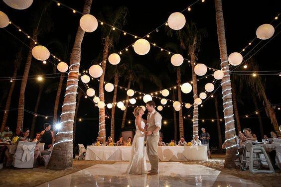 couple under the lights, esküvős pár a lámpák alatt