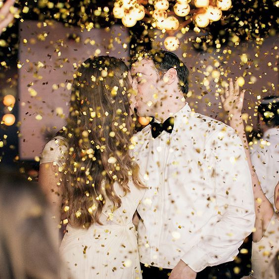 esküvői pár csillámban