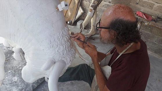Image of Sculptor Ignacio Garibay, a D'Argenta Artist