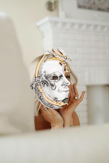 Mascara de PLata mathilde-langevin.jpg