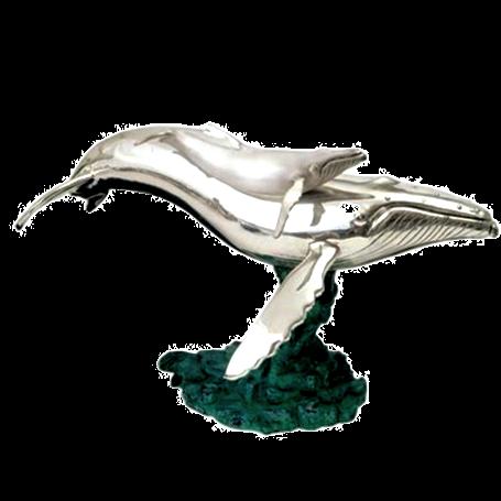 تمثال الأم والعجل الحوت الأحدب الفضي