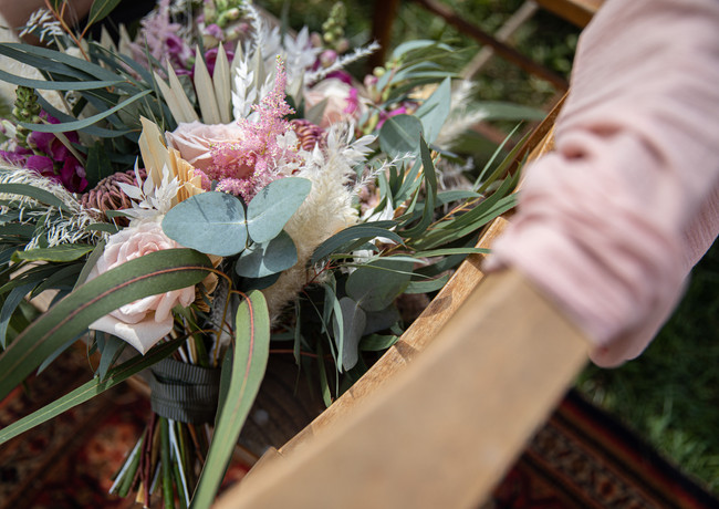 Bridal-bouquet-wooden-chair-pink-ivory-g