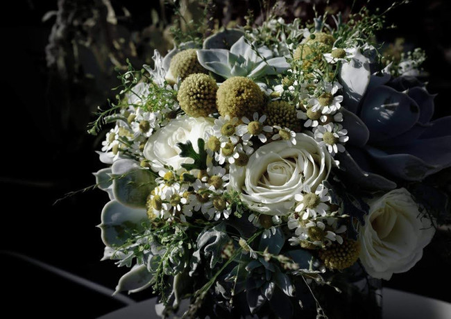 Spring-bridal-bouquet-ivory-roses-yellow-craspedia.jpg