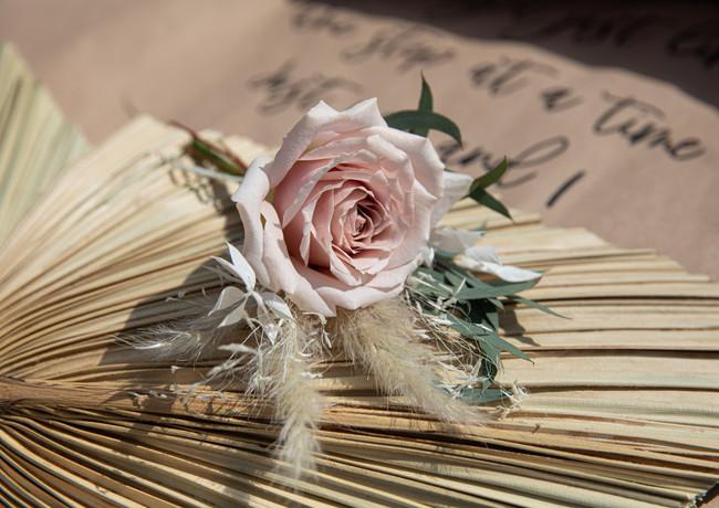 Dusky-pink-rose-buttonhole-palm-spear-sc