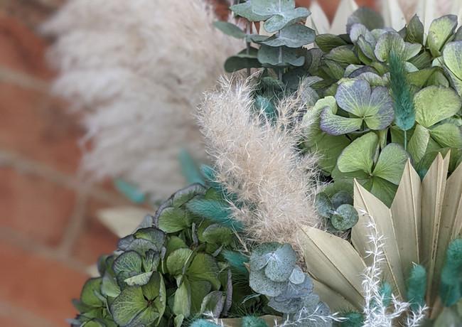 Pampas-grass-bouquet-blue-green-natural-brick-wall.jpg