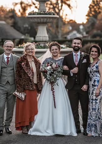 Bridal-party-orsett-hall-bridal-bouquet-winter.jpg