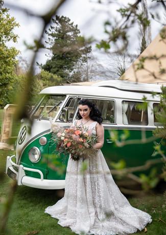 Bride-bridal-bouquet-peach-roses-hellebo