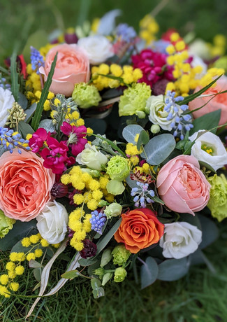 Vibrant-funeral-tribute-wreath-ring-spri