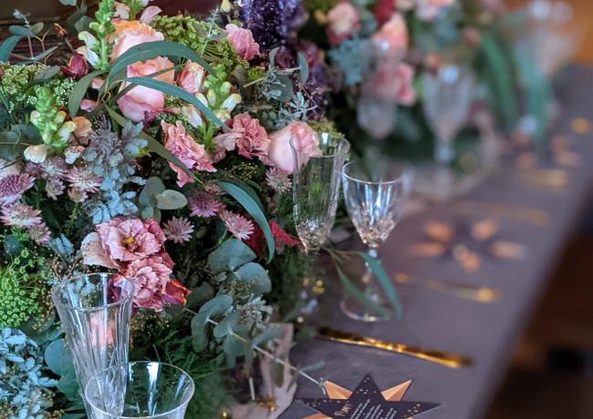 Vibrant-wedding-flowers-derbyshire-toptable.jpg