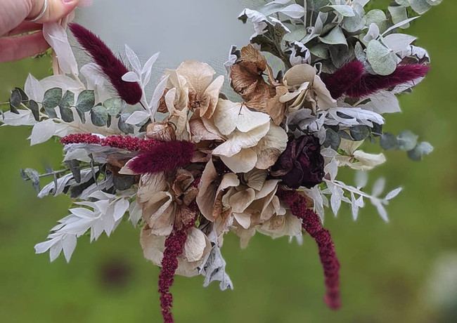 Dried-flower-hoop-art-hydrangea-red-roses-amaranthus-eucalyptus-ruscus.jpg
