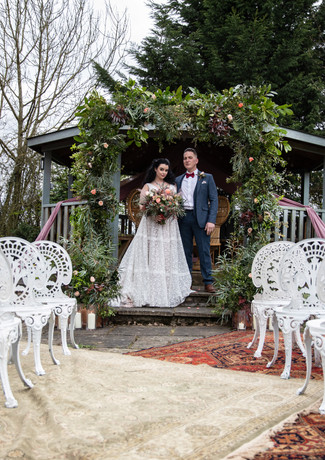 Bride-and-groom-wedding-foliage-archway-