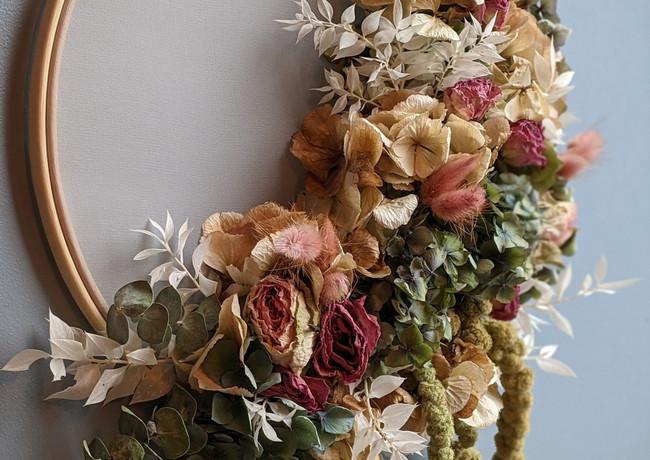 Dried-flower-hoop-art-blue-hydrangea-pink-roses-grey-wall.jpg