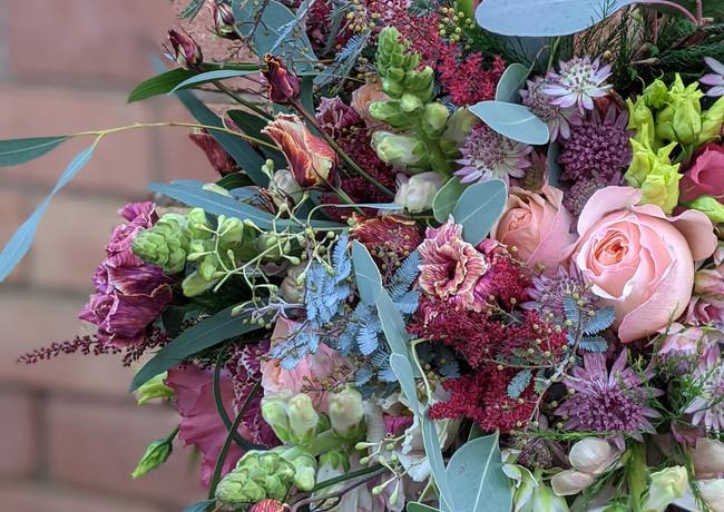 Vibrant-wedding-flowers-derbyshire-brickwall-background.jpg