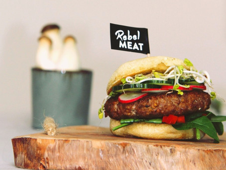 Rebel Meat Bio Burger-Patty vs. 100% Rindfleisch Burger-Patty