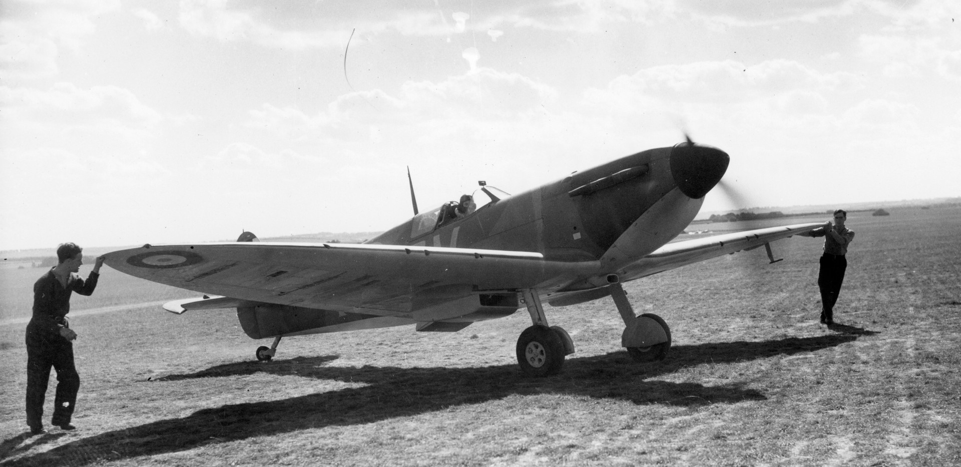 A Spitfire similar to N3294.jpg