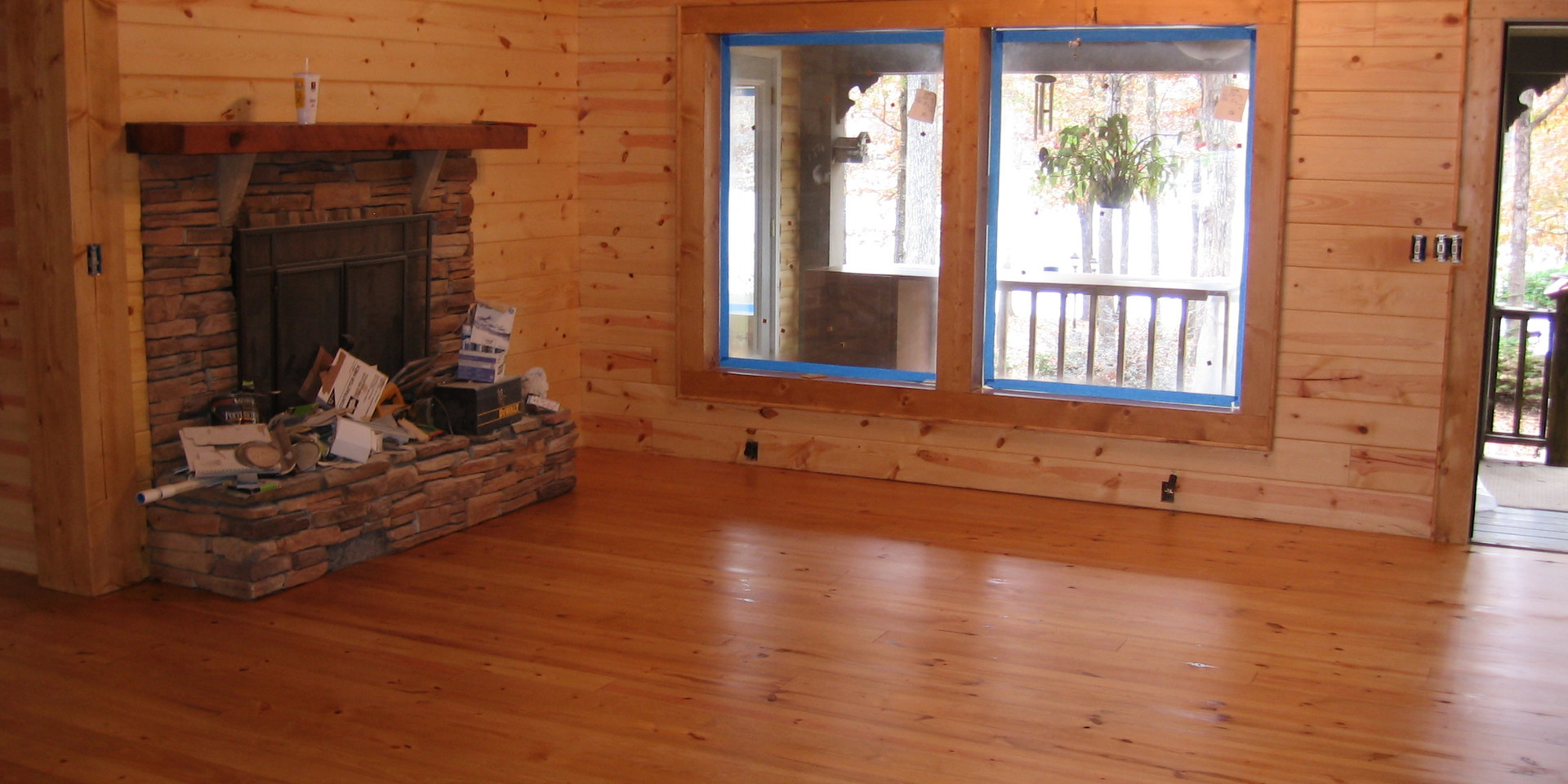 Lake Weiss Livingroom