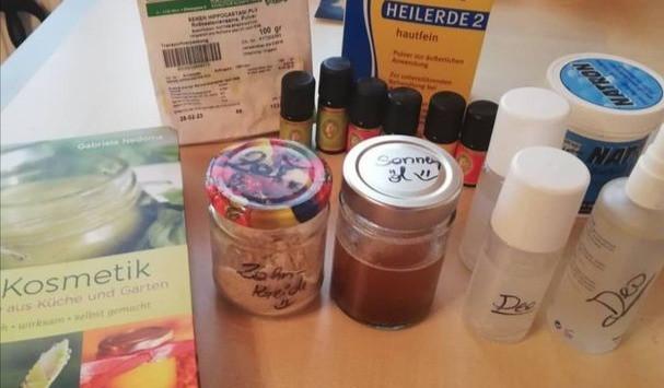 Da in den Kosmetikartikel viele Inhalstoffe sind, die auch krank machen können, mache ich einen großteil selbst.