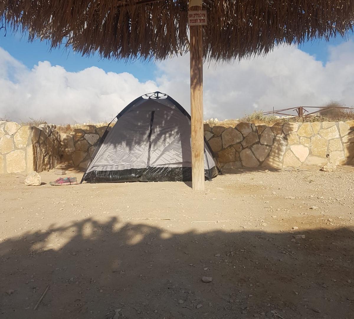 אוהל קמפינג.jpeg