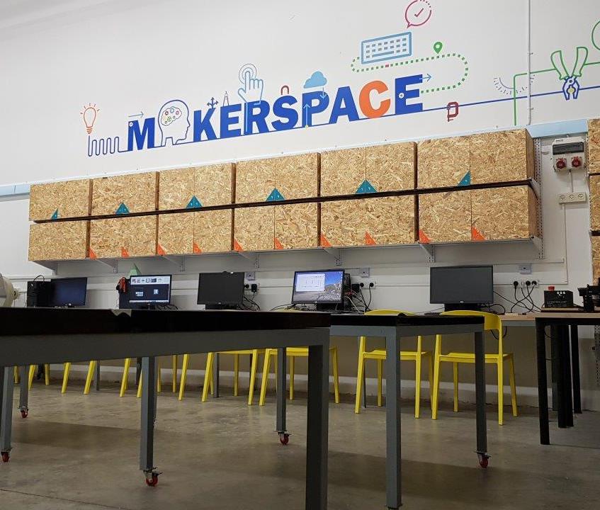 עיצוב סביבה לימודית טכנולוגית MAKERSPACE כולל שילוב של מגוון מרכיבים ויכולות אותן כל בית ספר בוחר להתאים לצורכי הלמידה המתקיימים בו
