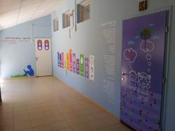 דלתות במסדרון כיתות א
