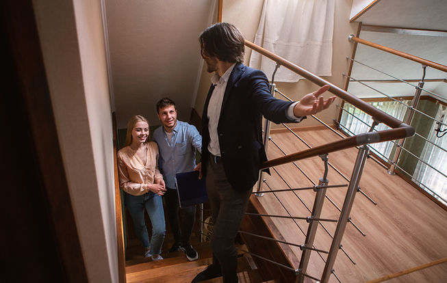 real-estate-agent-showing-prospective-buyers-aroun-8RZYGZD.jpg
