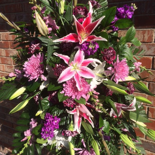 FE-2 Funeral easel. Pink and purple mixed.