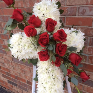 FE-3 Tribute cross with red roses.