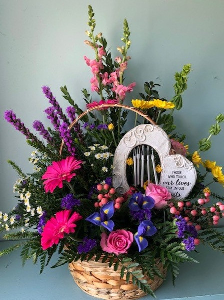 FB-13 Funeral Table Arrangement with cardinal chime keepsake