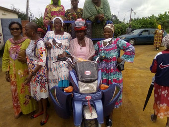 Financiación moto-carro para la asociación de mujeres en Pouma, Camerún