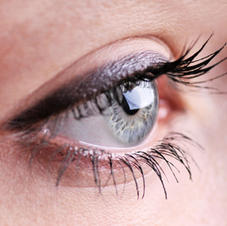 Thick Dark Plum Eyeliner
