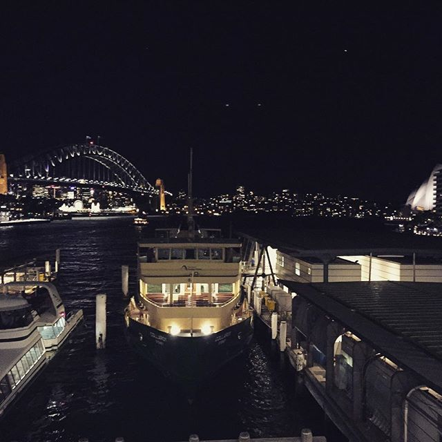 #harbour #ocean #harbourbridge #operahouse #tourism #sydney #australia #cbd #city #night #ferry #shi