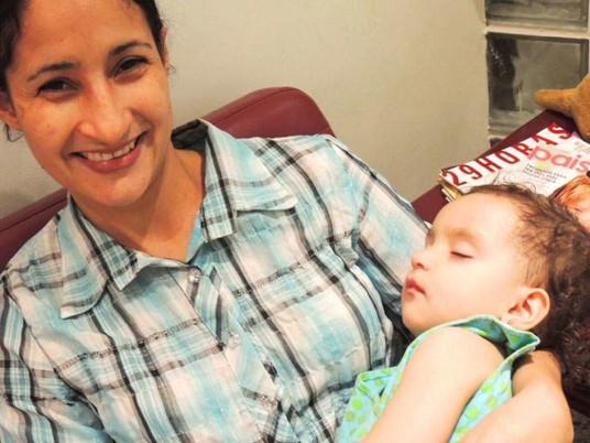 Tratamento dentário de criança muito agitada, de 1 ano e 4 meses, com muita cárie