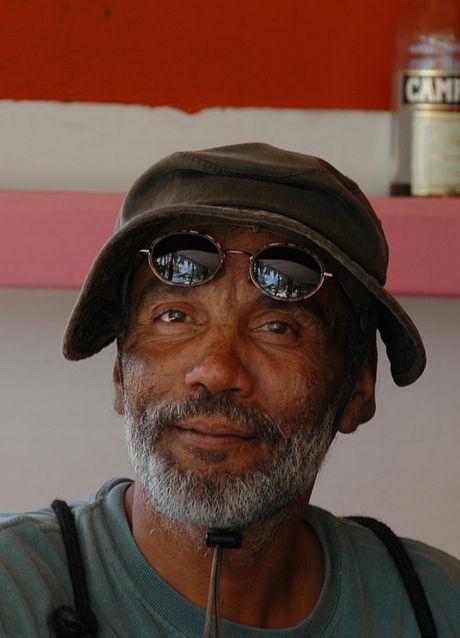 Old-Elderly-Man-Bar-Owner-Black-Beard-434936.jpg