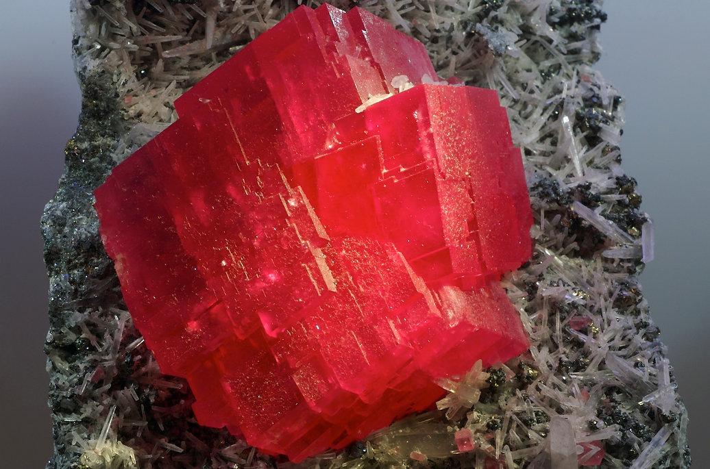 The_Searchlight_Rhodochrosite_Crystal.jp