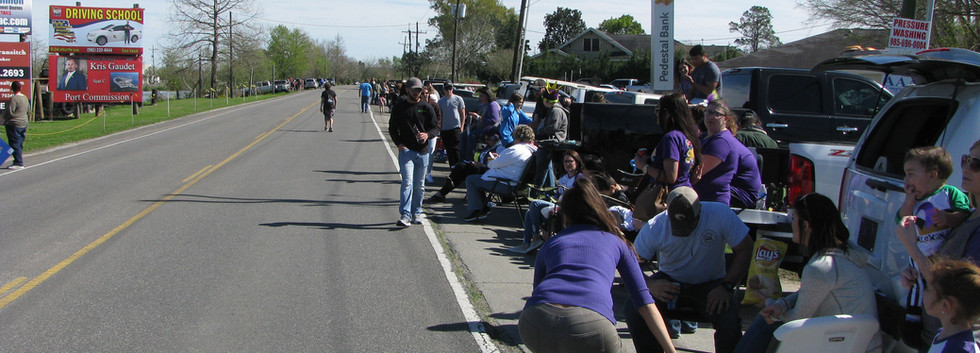 28. Evangelism at the Larose Mardi Gras