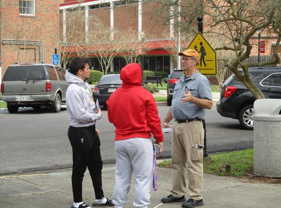 42. David sharing the gospel at NSU - Fe