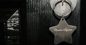 porte clé avec le nom de la chambre suzanne