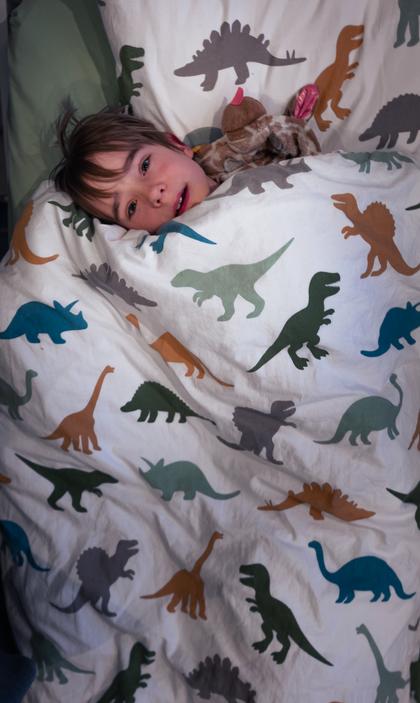 06:53 - Binck is de tweede die wakker wordt in het huis. Het is al half zeven geweest dus hij mag al op de iPad Brawl Stars spelen samen met zijn tweelingbroer. Hij verheugt zich erop naar beneden te gaan.