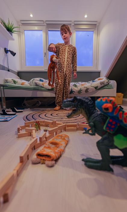 06:55 - De sok die Binck al 2 dagen kwijt is heeft zichzelf ondertussen genesteld tussen het speelgoed.