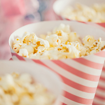 Lockdown (and not only) snacks: Salted Caramel Pop-corn & Salted Coconuts Chips