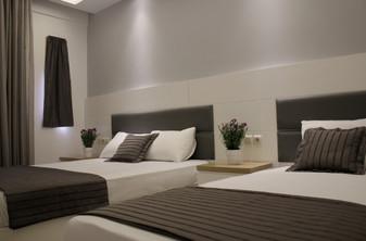 1 Hotel Zeus Τρίκλινο δωμάτιο, λευκή ξύλ