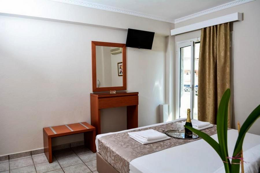 3 Hotel Ermes, Έπιπλο καθρέπτης τουαλέτα